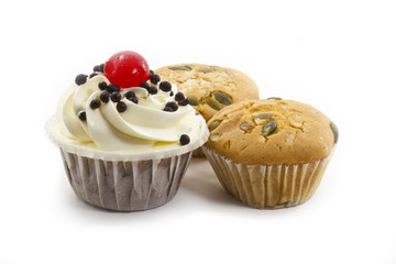 Fototapete - raisin cup cake and black forest cup cake