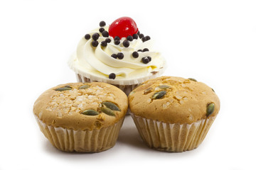 Fototapete - raisin cup cake and black forest cup cake on white background