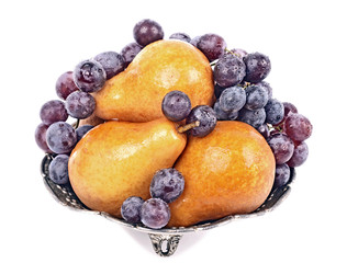 Fruits, grapes and pears/Williams/ in a metal bowl , drops