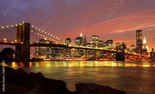 brooklyn bridge mit skyline bei nacht zdj stockowych i obraz w royalty free w. Black Bedroom Furniture Sets. Home Design Ideas