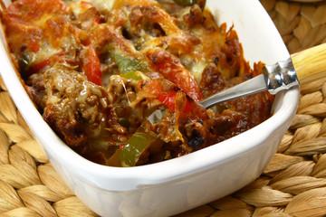 Hackfleischauflauf mit Paprika und Käse / Ground beef casserole