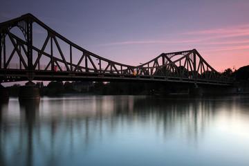 Glienicker Brücke am Abend