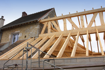construction of the wooden frame of a roof, charpente en bois