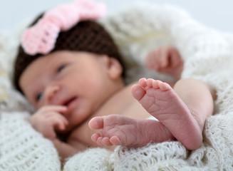Baby mit Wollmütze