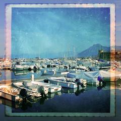 Barche a motore nel porto