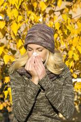 woman season change allergy