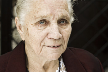 Fototapeta Portret radosnej babci obraz