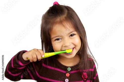 enfant qui se brosse les dents photo libre de droits sur la banque d 39 images. Black Bedroom Furniture Sets. Home Design Ideas