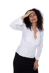 Frau mit Locken hat Kopfweh