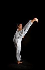 Frau macht Taekwondo
