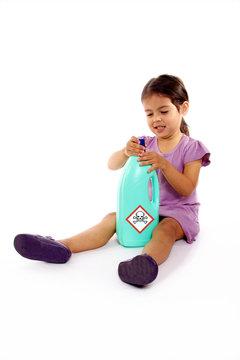 enfant danger produit toxique