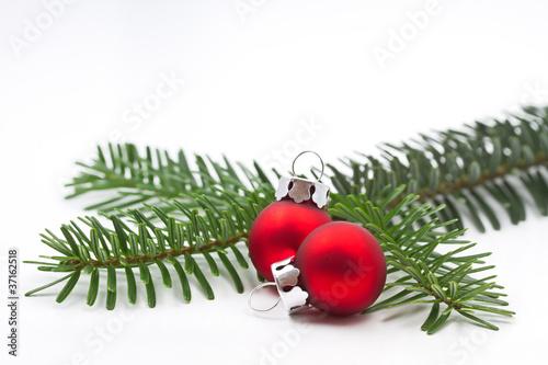 kleiner tannenzweig mit christbaumkugeln stockfotos und lizenzfreie bilder auf. Black Bedroom Furniture Sets. Home Design Ideas