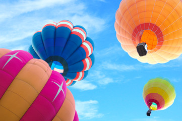 Poster Montgolfière / Dirigeable colorful hot air balloon with beautiful blue sky and cloud