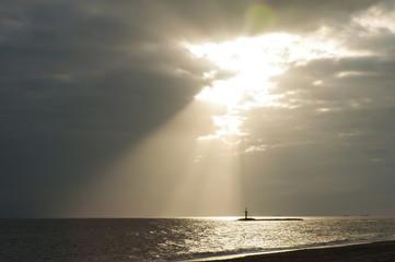 rayo de sol en la playa