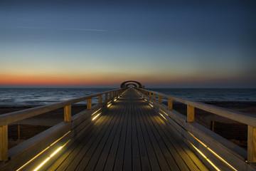 Seebrücke Kellenhusen an der Ostsee im Sonnenaufgang, Schleswig-Holstein