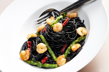 sepia spaghetti with prawns, asparagus and chilli