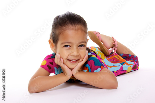 jolie jeune fille souriante sur fond blanc photo libre de droits sur la banque d 39 images. Black Bedroom Furniture Sets. Home Design Ideas