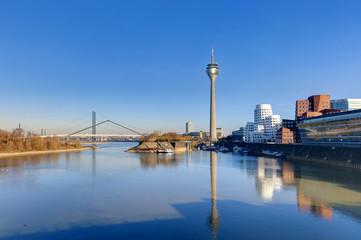 Stadthafen Düsseldorf bei Niedrigwasser