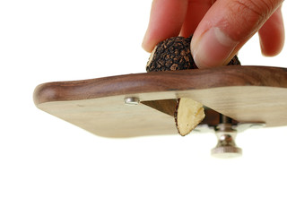 slicing truffle