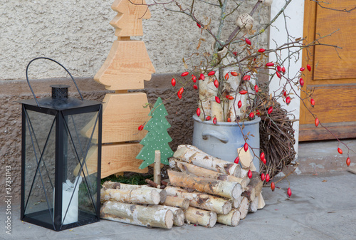 weihnachtszeit drau en dekoriert mit naturmaterialien und hage stockfotos und lizenzfreie. Black Bedroom Furniture Sets. Home Design Ideas