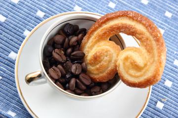 Taza de café con galleta
