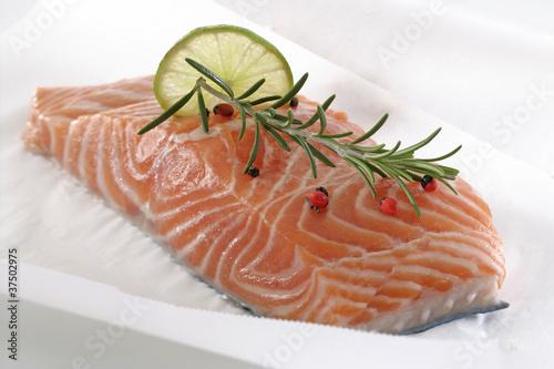 pav de saumon en papillote photo libre de droits sur la banque d 39 images image. Black Bedroom Furniture Sets. Home Design Ideas