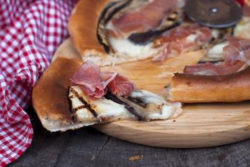 """Pizza """"Capri"""" with eggplant, mozzarella and ham"""