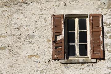 Cerca immagini serramenti for Disegno finestra con persiane