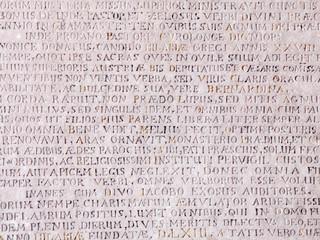 Lateinische inschrift auf Stein