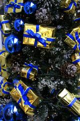 Weihnachtsgeschenke am Weihnachtsbaum