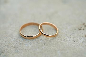 Arrangement of wedding rings
