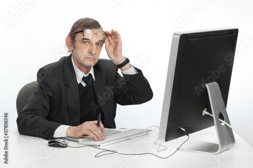 Картинки по запросу фото мужчина за компьютером