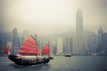 Photo sur Aluminium Hong-Kong chinese style sailboat in Hong Kong