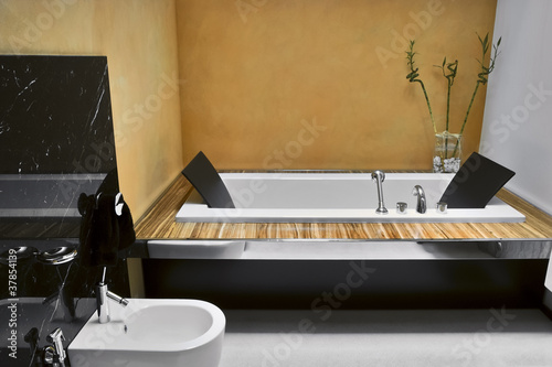 Vasca Da Bagno Moderno : Bagno moderno con vasca da bagno buy this stock photo and