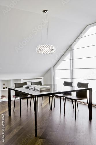 Moderna sala da pranzo in mansarda immagini e fotografie for Sala pranzo mansarda