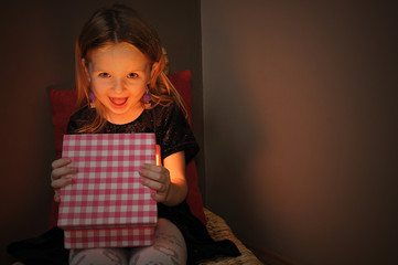 Small girl open magic gift