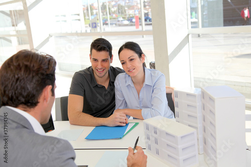 Агентства коммерческая недвижимость за границей продажа