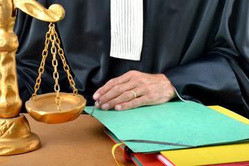 Justice - Sur le bureau d'un avocat