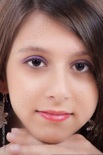 portrait d 39 une jolie jeune fille de 19 ans photo libre de droits sur la banque d 39 images. Black Bedroom Furniture Sets. Home Design Ideas