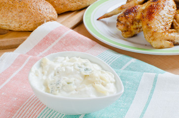 Blue cheese sauce for chicken wings