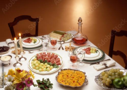 Cena para dos fotos de archivo e im genes libres de for Cenas romanticas en casa para dos