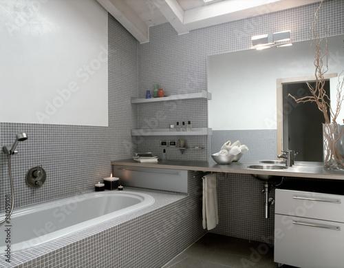 Bagno moderno in mansarda immagini e fotografie royalty free su file 38059108 - Bagno in mansarda ...