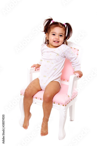 petite fille en body assise sur chaise ancienne rose photo libre de droits sur la banque d. Black Bedroom Furniture Sets. Home Design Ideas