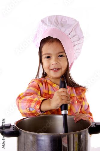 Enfant qui cuisine comme un chef gastronomique photo - Cuisine comme un chef ...