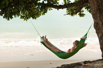 Autocollant pour porte Bali View nice woman lounging in hammock in tropical environment