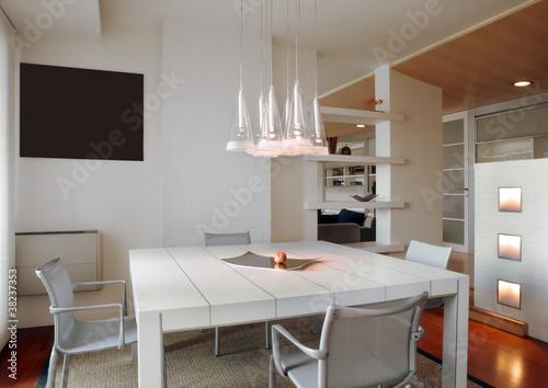 sala da pranzo moderna con lampadario\