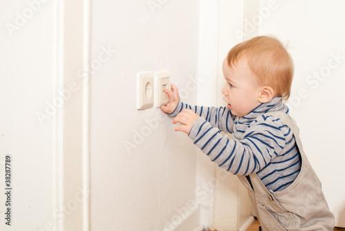 baby strom gef hrlich stockfotos und lizenzfreie bilder auf bild 38287789. Black Bedroom Furniture Sets. Home Design Ideas