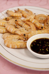 Shrimps cooked in chinese style with sauce