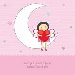 Hada sentada en la luna abrazando un corazón