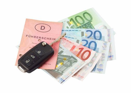Führerschein und Geldscheine